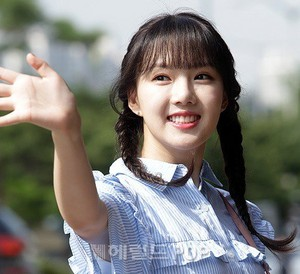 170811 GFRIEND's Yerin @ KBS Building for 'Happy Together 3' recording