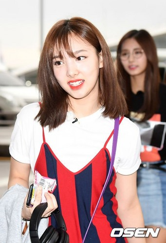 Twice (JYP Ent) वॉलपेपर called 170817 TWICE @ Incheon Airport off to Da Nang, Vietnam for JTBC 'Carefree Trevelers' filming
