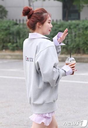 170908 HyunA on the way to موسیقی Bank rehearsal