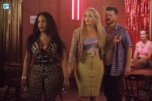 Claws (TNT) 壁紙 titled 1x10 'Avalanche' Promotional 写真