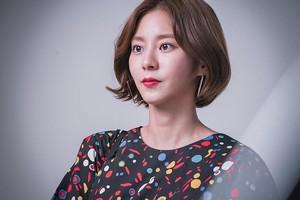 70730 Uee @ KBS New Drama 'Manhole' Poster Shooting Behind