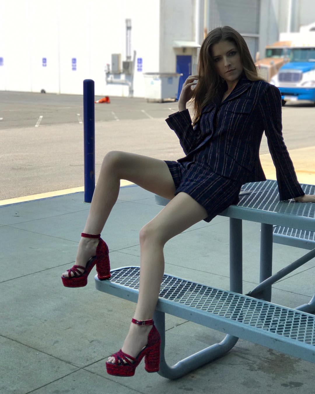 Anna Kendrick Sexy Legs