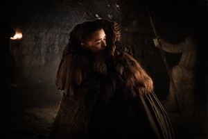 Arya and Sansa 7x04 - The Spoils of War