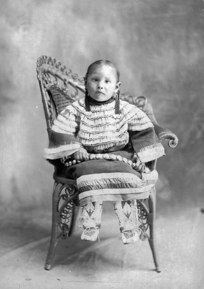 Dakota Sioux girl 1890-1910 - NATIVE PRIDE Photo (40674081