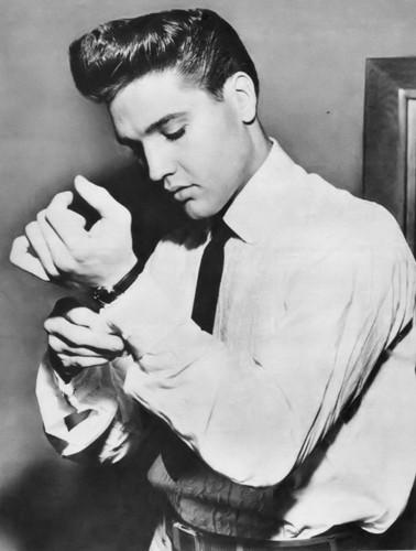 Elvis Presley Hintergrund titled Elvis Presley