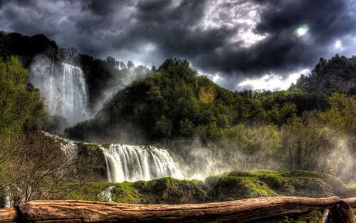 Zufällig Hintergrund called Forest Waterfall