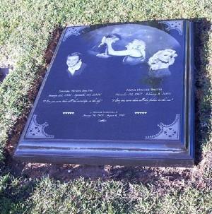 Gravesite Of Daniel And Anna Nicole Smith