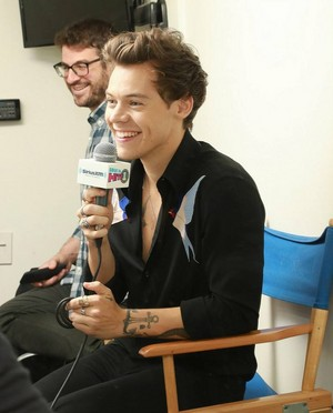 Harry on the Elvis Duran Zeigen