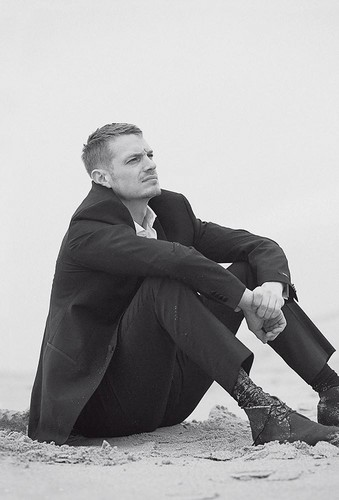 Joel Kinnaman پیپر وال titled Joel Kinnaman - L'Uomo Vogue Photoshoot - 2015