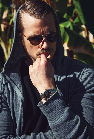 Joel Kinnaman achtergrond called Joel Kinnaman - Sharp Magazine Photoshoot - 2015
