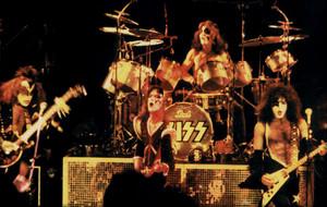 চুম্বন ~Miami, Florida...March 21, 1976