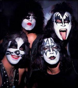 KISS (NYC) July 27, 1975 (Ashley's restaurant)