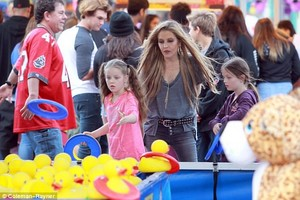 Lisa Marie enjoys a day out with her twins Harper and Finley