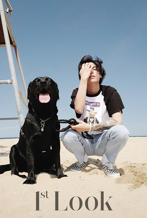 One takes his friendly companion for a walk along the spiaggia with '1st Look'
