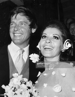 Roger And Luisa On Their Wedding 日 1969