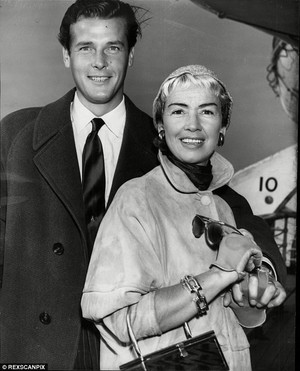 Roger And detik Wife, Dorothy Squires