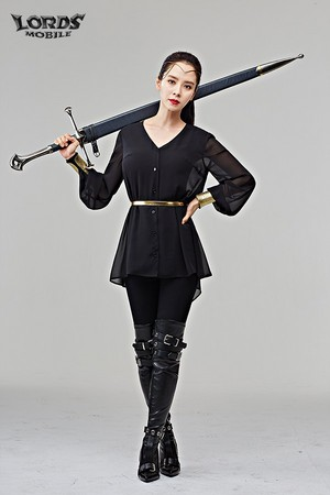 SONG JI HYO IS THE DEFINITION OF COSPLAY FOR LORDS MOBILE 2017