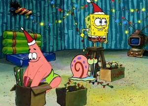 Spongebob, Patrick and Gary decorating for pasko