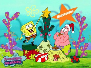 Spongebob and Patrick decorating the natal pohon