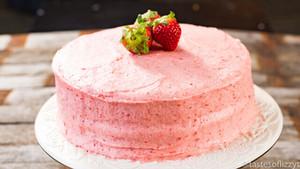 homemade strawberi cake