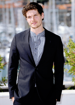 Daniel Sharman karatasi la kupamba ukuta called | Daniel Sharman |