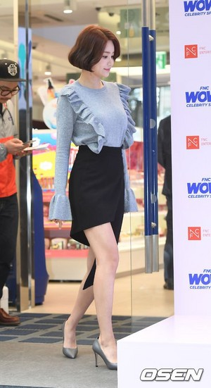 171012 AOA's Yuna @ FNC WOW! Celebrity el espacio Opening Party
