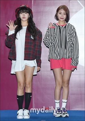 171017 AOA's Chanmi and Yuna @ 2018 S/S HERA Seoul Fashion Week - SUPERCOMMA B Collection