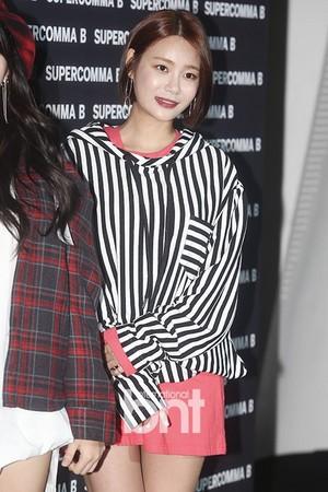 171017 AOA's Yuna @ 2018 S/S HERA Seoul Fashion Week - SUPERCOMMA B Collection