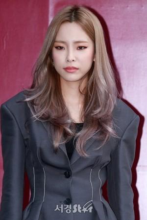 171017 Heize @ 2018 S/S HERA Seoul Fashion Week - FLEAMADONNA Collection