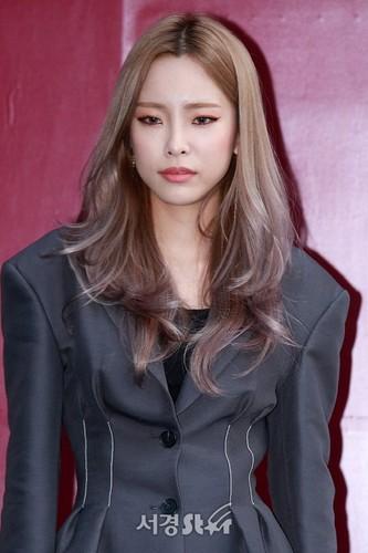 heize kpop girl power wallpaper called 171017 2018 s hera seoul fashion week you clouds rain mp3