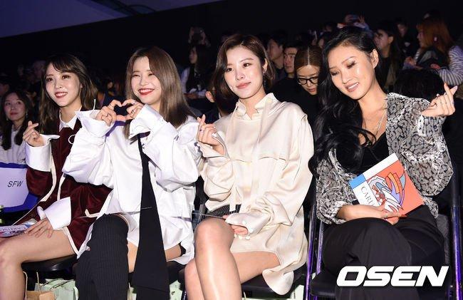 Mamamoo larawan 171017 MAMAMOO @ 2018 S/S HERA Seoul Fashion Week