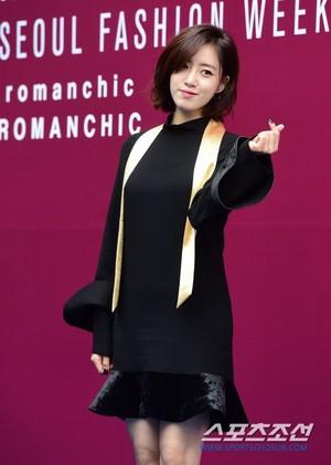 171018 T-ARA's Eunjung @ 2018 S/S HERA Seoul Fashion Week - ROMANCHIC Collection