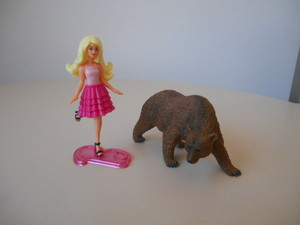 Barbie e l'orso bruno