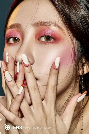EXID's Hani for OLENS 2017 F/W Collection