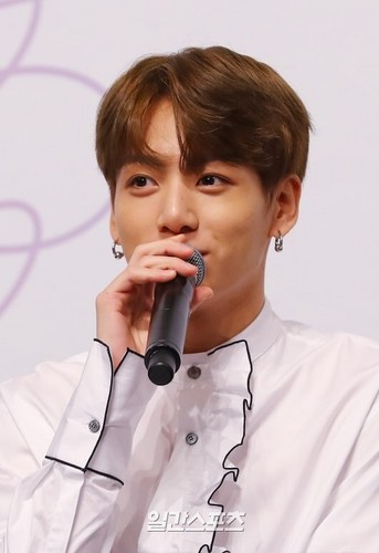 Jungkook (BTS) Hintergrund entitled Kookie💝