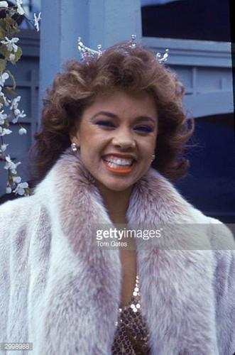 Vanessa Williams achtergrond titled Miss America 1983