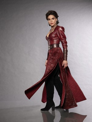 Once Upon a Time Regina Mills / Evil reyna Season 7 Official Picture