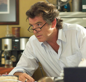 PIERCE BROSNAN IN LAWS OF ATTRACTION pierce brosnan 27402883 500 474