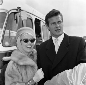 Roger And secondo Wife, Dorothy Squires