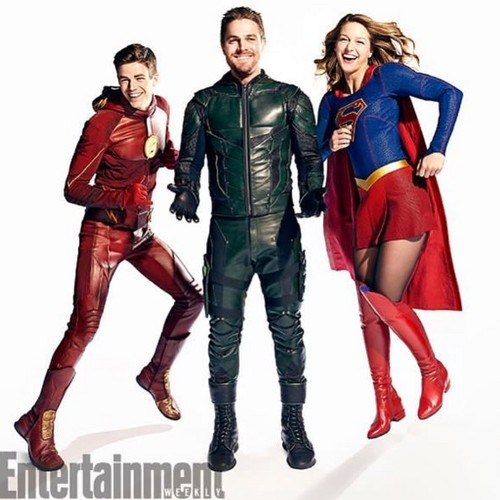The Flash (CW) Hintergrund titled Supergirl, Arrow and Flash