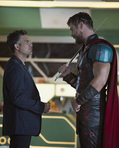 Thor: Ragnarok দেওয়ালপত্র called Thor Ragnarok - Behind the Scene