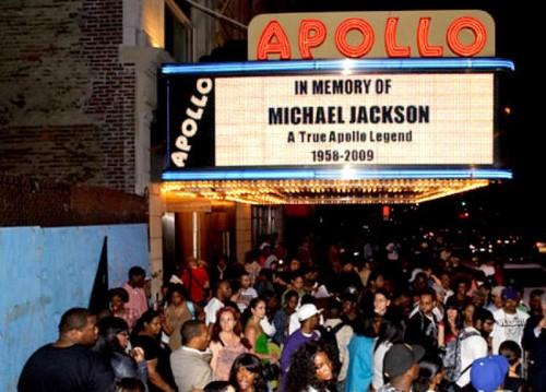 Michael Jackson karatasi la kupamba ukuta called Apollo Tribute To Michael Jackson