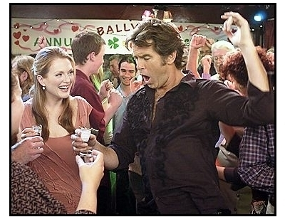 laws of attraction movie stills pierce brosnan and julianne moore 1749697 400x305