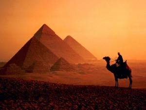pyramids in egypt 由 omniamohamed d52hevo