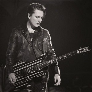 76f8d37429d71be63df70aef246a5a63 synyster gates avenged sevenfold