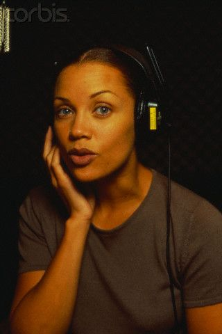Vanessa Williams achtergrond entitled Vanessa In The Recording Studio
