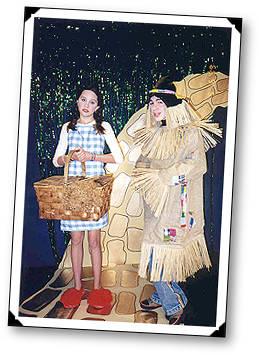Amanda as Dorothy & mannetjeseend, drake as the Scarecrow