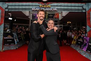 Chris with his Thor Ragnarok co-stars at Thor Ragnarok premiere