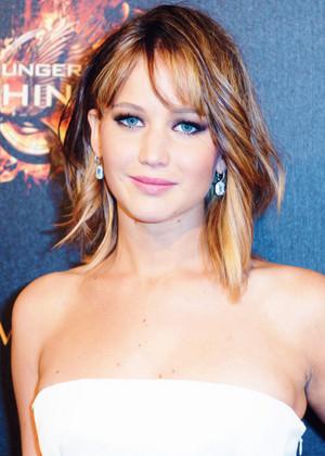 Jennifer Lawrence Catching 火災, 火 Premiere