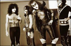 চুম্বন ~Hollywood, California...August 25, 1974